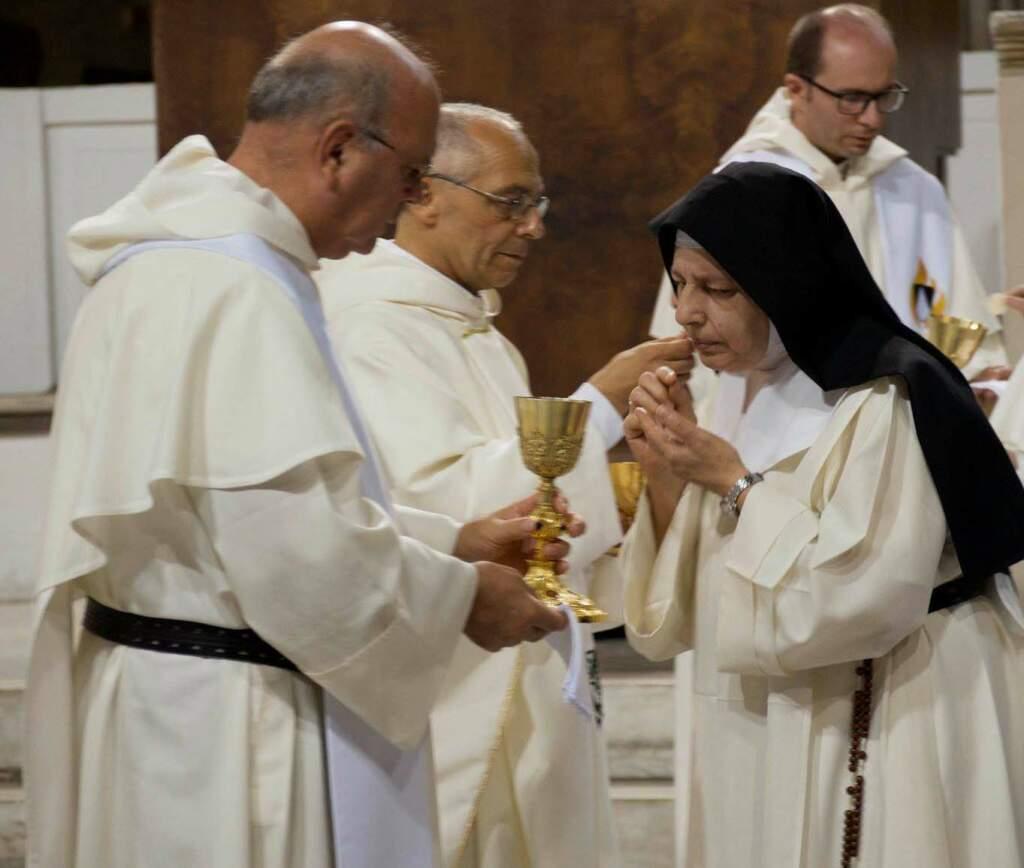 Fray Cesar Valero, O.P. junto a Fray Bruno Cadoré, O.P. (Basílica Santa Sabina, Roma, 2 de octubre, 2018) Misa de clausura del Encuentro Internacional de Monjas Dominicas en Roma.