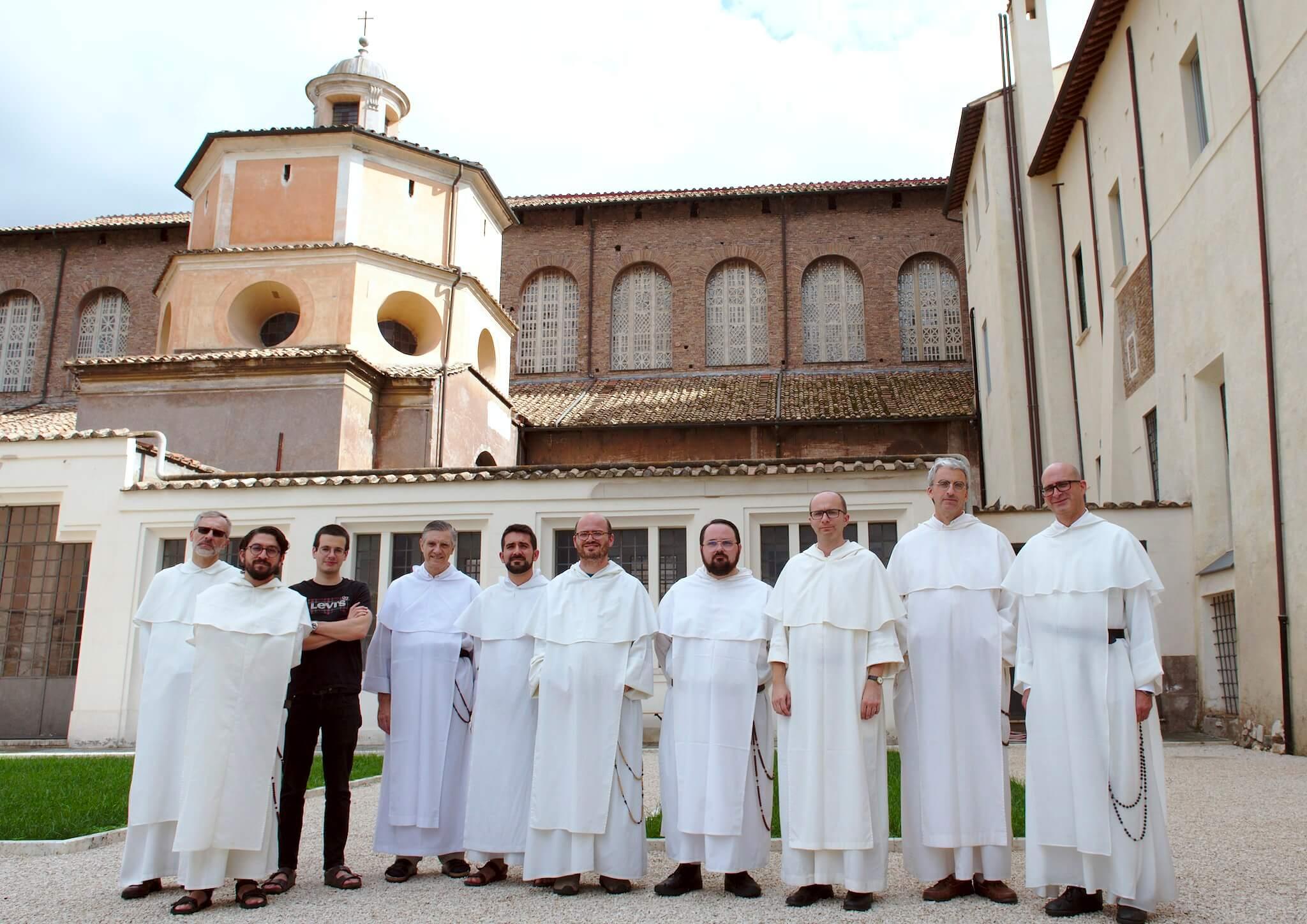 Encuentro de dominicos, estudiantes  de historia, organizado por el Instituto Histórico de la Orden en colaboración con el Archivo General y la Postulación General.